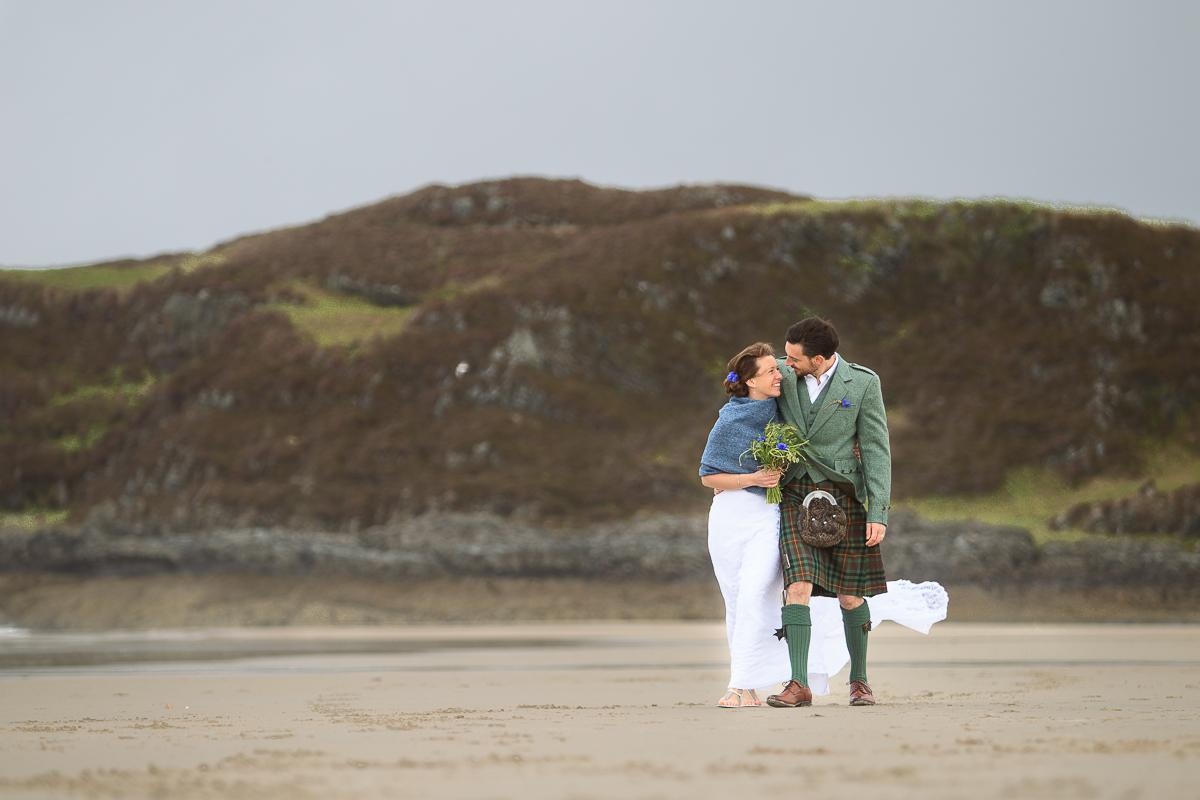 tom and bekah a camusdarach beach wedding