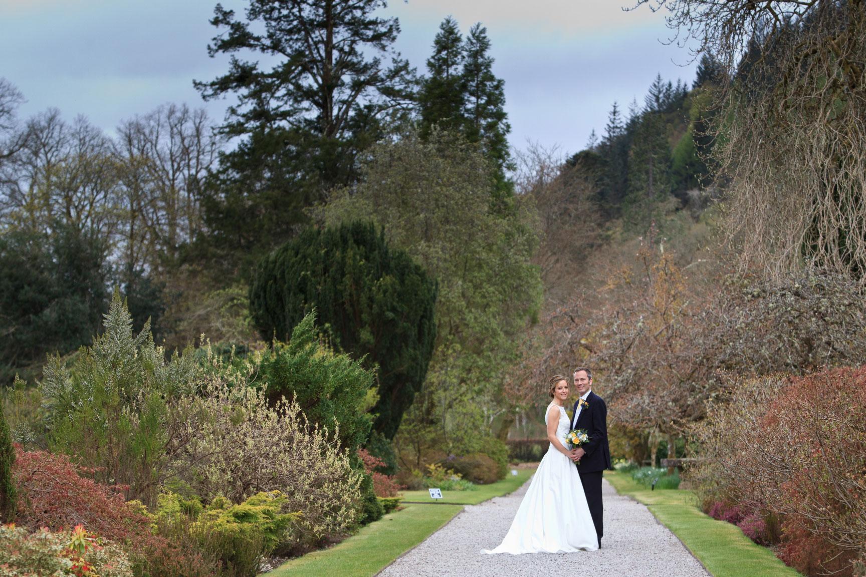 inveraray-castle-wedding-couple