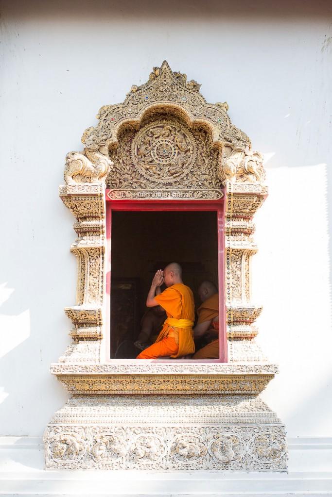 thai monk praying